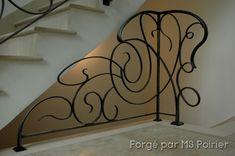 Protéger l'accès au sous sol avec légèreté... zest de créativité, de technicité   un soin au finition   et le tour est joué ;-) #rampe #escalier #homedesign #ferronneriedart Metal Stair Railing, Metal Handrails, Banisters, Muji Home, Design Art Nouveau, Stair Well, Flooring For Stairs, Jugendstil Design, Interior Decorating
