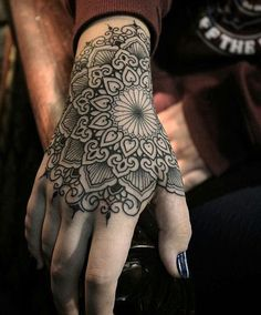 How much does a hand tattoo hurt? We have hand tattoo ideas, designs, pain placement, and we have costs and prices of the tattoo. Tattoo Mandala Feminina, Dotwork Tattoo Mandala, Mandala Hand Tattoos, Tattoo Henna, Mandala Tattoo Design, Tattoo Feminina, Diy Tattoo, Get A Tattoo, Tattoo Designs