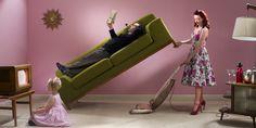 Se le italiane sentono di faticare meno in casa non è perché gli uomini stanno contribuendo al lavoro domestico in misura maggiore rispetto al passato. Le donne hanno semplicemente smess