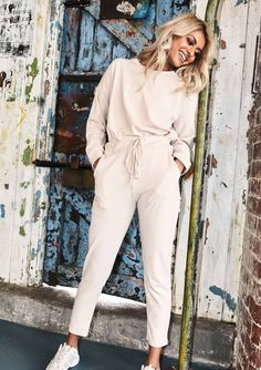 Beige is the color of elegance. And all beige looks are going to be this season's trendy look. I want to make a minimalistic look for you with Zara clothing Loungewear Outfits, Athleisure Outfits, Loungewear Set, Grunge Look, Style Grunge, 90s Grunge, Soft Grunge, Beige Outfit, Lounge Outfit