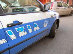 TARAStv: NOMADI ALLA GUIDA DI UN AUTO DELLA POLIZIA. E' MIS...