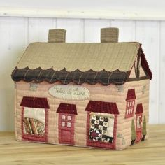Sewing Case, Love Sewing, House Ornaments, House Quilts, Clay Crafts, Toy Chest, Decorative Boxes, Felt, Cover
