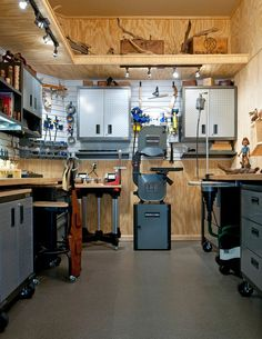 Eye Popping Woodshops. Oh, how I would love to have a clean and tidy workshop like this - would not do any work in it! Just stand and admire its beauty!