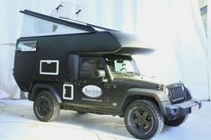 Jeep Action Camper - Wrangler owners looking to spend more time outdoors should check out the Jeep Action Camper. The Action Camper is a pop-up trailer designed Jeep Cj7, Jeep Rubicon, Jeep Wrangler Jk, Wrangler Unlimited, Land Rover Defender, Camping Hacks, Camping Gear, Jeep Camping Trailer, Camp Trailers