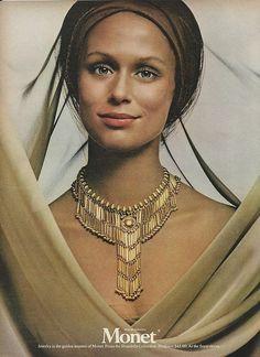 1971 LAUREN HUTTON in Shandelle Necklace MONET Vintage FASHION JEWELRY Print Ad