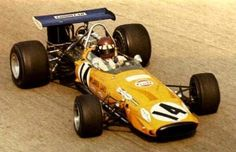 Jackie Oliver / McLaren M14A / Ford
