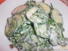 Фото приготовления рецепта: Салат из огурцов и щавеля - шаг №8