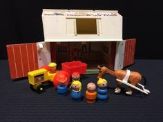 VINTAGE FISHER PRICE LITTLE PEOPLE FAMILY PLAY FARM BARN SILO.