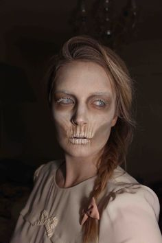 """Just looks different and scary is a true celebration of Halloween. Here we have Scary Halloween Ghost Make Up Ideas"""" this collection Zombie Make Up, Halloween Zombie, Halloween Looks, Halloween Ghosts, Halloween Makeup, Halloween Contacts, Ghost Makeup, Mime Makeup, Scary Makeup"""