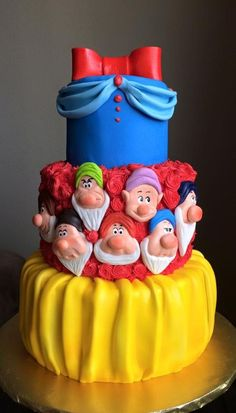 Gorgeous, colorful Snow White birthday cake