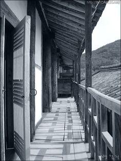 안채마루와 행랑채지붕의 관계
