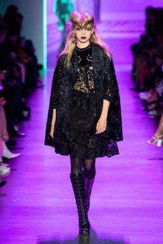 Anna Sui Fall 2020 Ready-to-Wear Fashion Show Collection: See the complete Anna Sui Fall 2020 Ready-to-Wear collection. Look 17 Fashion Week, Fashion 2020, Daily Fashion, Runway Fashion, Fashion Trends, Paris Fashion, Street Fashion, Anna Sui, Beautiful Models