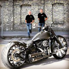 Harley Davidson News – Harley Davidson Bike Pics Custom Street Bikes, Custom Bikes, Harley Bikes, Harley Davidson Motorcycles, Vespa Scooter, Futuristic Motorcycle, Auto Motor Sport, Harley Softail, Chopper Motorcycle