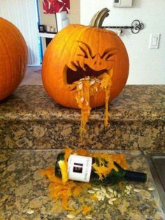 Amazing pumpkin carving just in time for Halloween. Really made me laugh! Halloween Christmas, Spooky Halloween, Halloween Pumpkins, Halloween Crafts, Halloween Stuff, Happy Halloween, Halloween Party, Halloween 2017, Funny Halloween