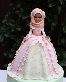 Flash back to the prettiest doll cake I have ever made. And I've made a fair few over the time. Made for a special girl who celebrated and embraced the islamic hijab. You go girl!  #hijab#hijabcake #dollcake#pretty#ohsopretty #frills#dollyvarden #pearls#cake#pink#mint#lace#fondant#pettinice #sugarflowers#headscarf#sydneybakes #sydneyevents #bakes #cakedecorator #cakedesigner #instafollowers  #desserts #instabakes #bakestagram #sydneydesserts #cakestagram #favourite #love