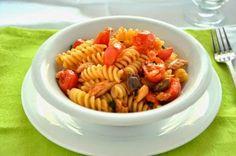 PASTA CON SGOMBRO E POMODORINI  La ricetta della pasta con sgombro e pomodorini è semplice e veloce. La pasta con sgombro e pomodorini è un primo piatto gustoso e molto facile da fare, perfetto quando si ha poco tempo.  #lacucinaimperfetta #ricette #recipes #pasta #primipiatti #ricetteveloci