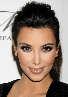 I already have this look pinned but the makeup is more clear here, still flawless!