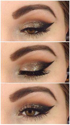 Maquillaje de ojo negro y dorado para fiesta