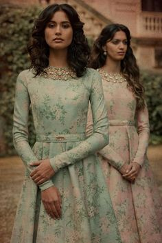 Always wondered what that gorgeous Sabyasachi Lehenga cost? Well, I have the answer to that million dollar question. Check out New Sabyasachi Lehenga Prices right here. Indian Attire, Indian Ethnic Wear, Indian Outfits, Sabyasachi Dresses, Anarkali Gown, Indian Gowns Dresses, Printed Gowns, Floral Gown, Indian Couture