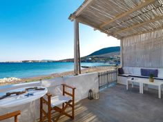 Sifnos grece. Thalassa Beach House. Maison à Κίμωλος, Grèce. Thalassa Beach House is located directly on the beach. It comprises a fully equipped open kitchen, dining area, double bed, bunk bed plus a bathroom with shower – all finished to a very high standard. Thalassa Beach House (40 sqm) is located dire...