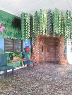 Ashley Finch This would be sooooooo cool to do in the drama room for one of the ... - Modern Design Jungle Theme Classroom, Classroom Themes, Paper Tree Classroom, Preschool Classroom, Sunday School Classroom, Owl Classroom, Vbs Themes, Classroom Layout, Preschool Education