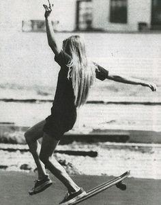 1970's female skateboarders (Peggy Oki, Ellen O'neal, Laura Thornhill, Vicki Vickers, Kerry Cooper).