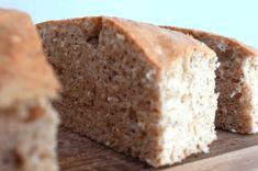 Se você não quer sair da linha da dieta, você pode resistir ou fazer receitas de sobremesas mais leves e saudáveis, como é o caso do bolo de whey protein.