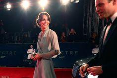 """Kate Middleton na Pré-Estreia de """"007 Contra Spectre"""" em Londres"""