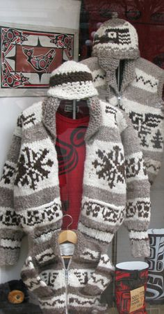 Diane Krys: The Cowichan Sweater Tradition Free Knit Shawl Patterns, Free Knitting Patterns For Women, Sweater Knitting Patterns, Knitting Ideas, Blanket Patterns, Hat Patterns, Knitting Designs, Knitting Projects, Knitted Slippers