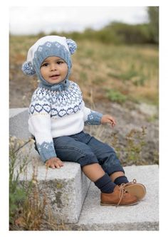 Mammahjerte Genser i Denim, kjøp den som strikkepakke hos HoY. Knit Crochet, Crochet Hats, Fair Isles, Baby Knitting Patterns, Children, Kids, Diy And Crafts, Hipster, Denim