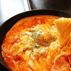 お好み焼き屋のスパゲティーは、ピリ辛でクセになるおいしさ。