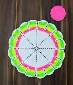 Crochê Gráfico: Porta copos e Sousplat de crochê em linha Neon Ver...