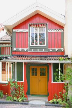 Carl Larsson House, Sundborn, Sweden, artist who drew lovely scenes of domestic life in his book At Home.Let me count the ways I LOVE this! Carl Larsson, Swedish Cottage, Swedish House, Swedish Decor, Red Cottage, Cottage Style, Swedish Style, Thinking Day, Scandinavian Home