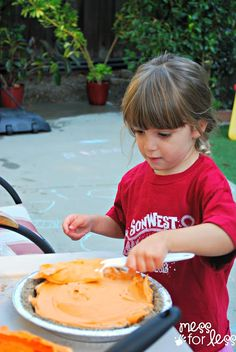 Pumpkin pie sensory play- This fall sensory activity allows kids to create a play pumpkin pie using fun ingredients you most likely have on hand