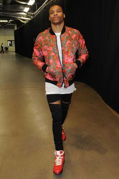 Oklahoma City Thunder point guard and NBA All-Star Russell Westbrook Does florcore at the Playoffs. Nba Fashion, Sport Fashion, Mens Fashion, Moda Streetwear, Streetwear Fashion, Estilo Swag, Nba Stars, Swagg, Gq