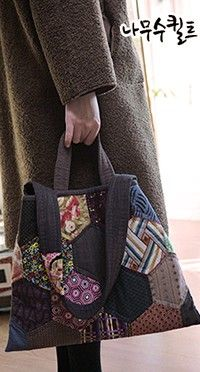 헥사곤데일리백 : 네이버 블로그 Hexagon Patchwork, Patchwork Bags, Quilted Bag, Modern Lunch Boxes, Plastic In The Sea, Japanese Bag, Fabric Bags, Brown Bags, Washing Clothes