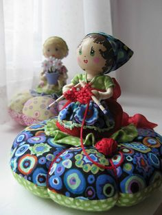 I ❤ pincushions . . . Lily Pearl Pincushion ~By Natalie Jo, piccalilli days