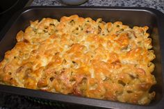 Pasta con champiñones y atun con pimientos de piquillo al gratin http://elbauldelasdelicias.blogspot.com.es/2013/04/pasta-con-champinones-y-atun-al-gratin.html