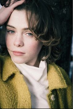 Short Hair Cuts, Short Hair Styles, Blonde Girl Selfie, Actress Emma Stone, Queen Sophia, Beverly Marsh, Accesorios Casual, Sports Stars, My People