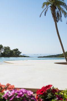 Sunset Mountain, Ibiza yoga retreats - White Ibiza. Photography by Sofia Gomez Fonzo yoga scenery - http://amzn.to/2iaVqk0