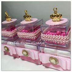 Caixinhas de acrílico Dupla! #festacoroa #festamenina #infantil #coroa #princesa #festaprincesa #ideias #inspira