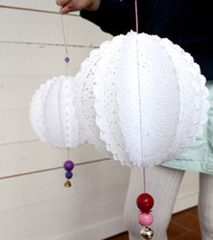 DIY Doily Pom Poms, Could do with gold or silver paper doilies. Paper Doily Crafts, Doilies Crafts, Paper Doilies, Paper Lace, Decorating Small Spaces, Decorating Your Home, Lantern Designs, Ideas Geniales, Idee Diy