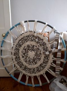 Run, sengi, run: Hula hoop rug weaving More hula hoop weaving – What a great start! Don't these rugs look great. The kids lo…How-To: Weave a Hula Hoop Rug Hula Hoop Weaving, Hula Hoop Rug, Loom Weaving, Rug Loom, Weaving Art, Rag Rug Diy, Circular Weaving, Diy 2019, Homemade Rugs