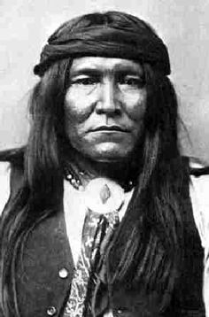 From Geronimo and Cochise to Sitting Bull and Crazy Horse, here are the 10 fiercest Native American chiefs. Apache Indian, Apache Native American, Native American Images, Native American Wisdom, Native American History, Native Indian, American Indians, Kings & Queens, American Frontier