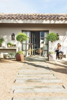 mediterranean style homes exterior Mediterranean Style Homes, Spanish Style Homes, Casa Patio, Relaxing Places, My Dream Home, Outdoor Gardens, Countryside, Outdoor Living, Pergola