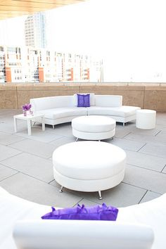 Chic white lounge furniture with a pop of color | Photo: K.Byrum