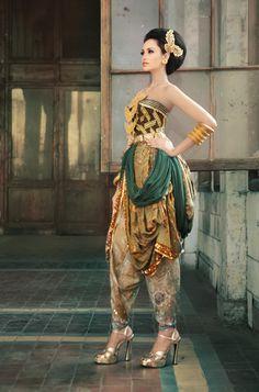 Modern Traditional Batik Fashion 2013 by Batik Keris