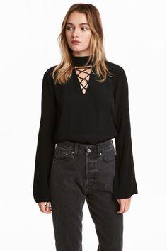 Блузка с рукавами клеш - Черный - Женщины | H&M RU 1