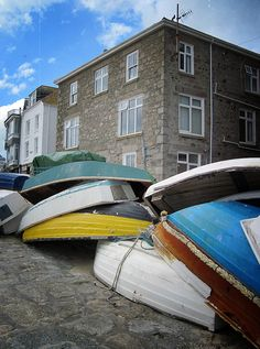 CAROLYN SAXBY - upturned boats - early autumn and time to bring the little boats out of the water for winter Carolyn Saxby, Beast From The East, Early Autumn, Pretty Beach, Through The Window, Art Archive, How To Make Tea, Textile Artists, Pattern Paper