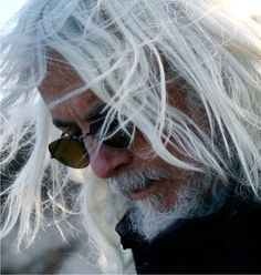 Robert Richardson an American cinematographer. He is best known for work with Quentin Tarantino, Martin Scorsese, and Oliver Stone. Bob Richardson, Robert Richardson, Wag The Dog, The Horse Whisperer, Inglourious Basterds, Natural Born Killers, Best Cinematography, The Good Shepherd, Martin Scorsese